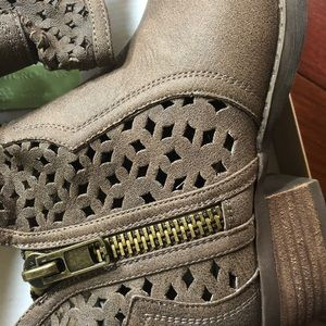 Not Rated Shoes - NWT Not Rated Etta Booties